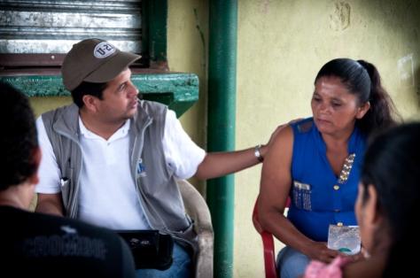 Diego Martínez viajó hasta Teteyé (frontera con Ecuador) para hablar con Gloria, familiares y amigos sobre el desarrollo del caso de Henry Díaz.